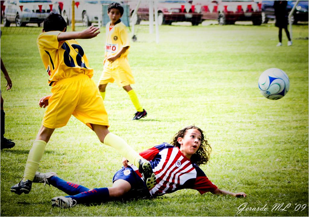 Juga amb passió: al futbol o Internet, però sempre amb passió.