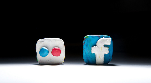icones de Flickr i de Facebook en plastelina