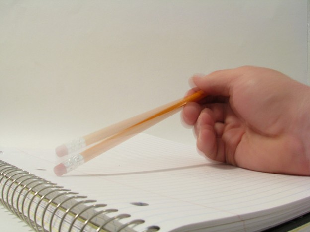 Tapping a Pencil. Foto de Rennett Stowe en Flickr